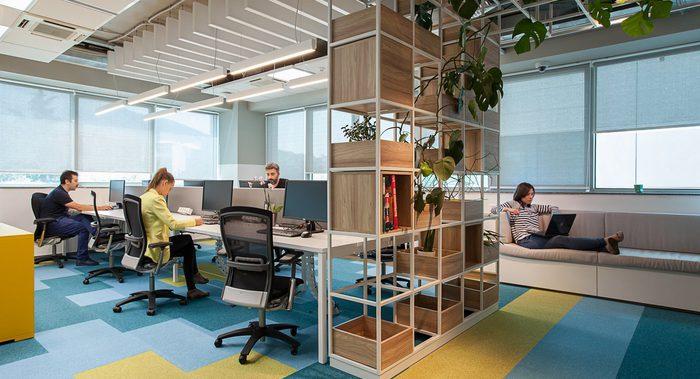 Oficinas modernas cortinas como elementos de decoraci n for Decoracion de oficinas modernas minimalistas