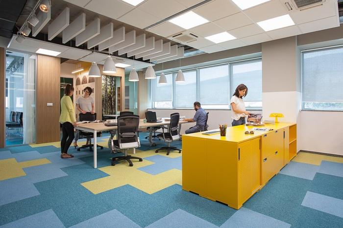 Oficinas modernas cortinas como elementos de decoraci n for Oficinas de microsoft